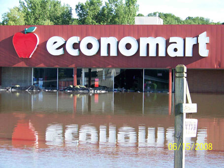 Columbus Junction Iowa Photographs of Economart flooding in 2008