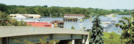 flooding in Columbus Junction Iowa  residents begin to recovery efforts